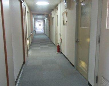 施設内廊下